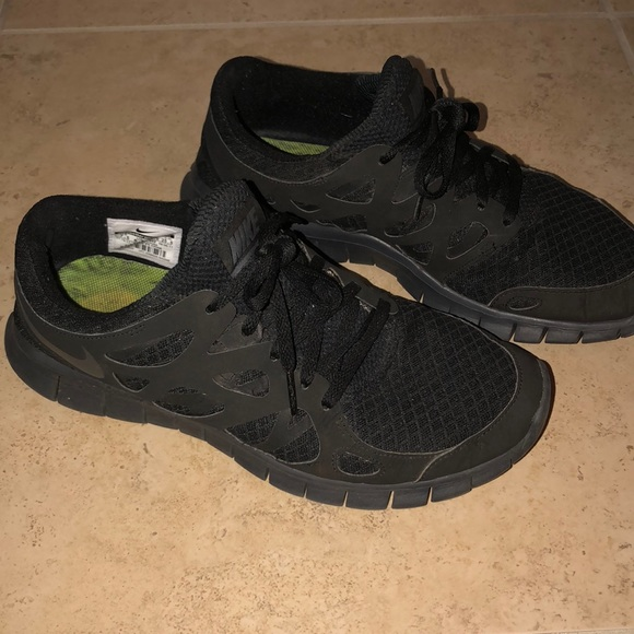 Women's all black Nike Free Run 2